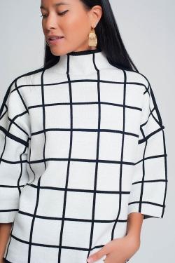 Camisola branca com estampado cuadros em manga 3/4 e pescoço alto