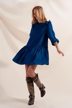 Vestido de ganga curto amplo com saia em camadas
